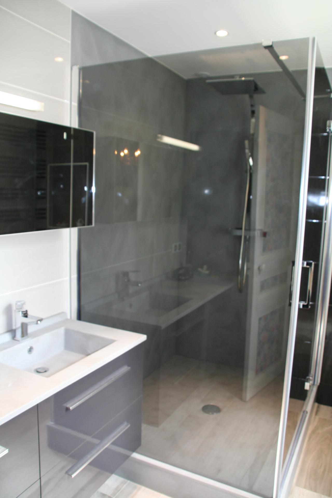 Salle de bains : réfection compléte . Mariage de couleurs foncés et de tons chauds