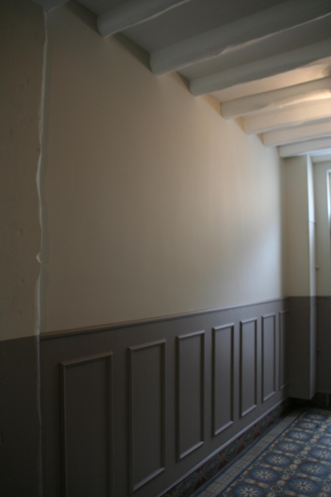 Particulier rémois : Entrée et cage d'escalier sur deux étages